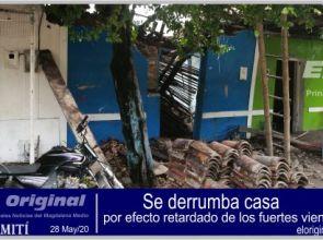Se derrumba casa, por efecto retardado de los fuertes vientos